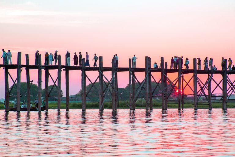 เที่ยวพม่า ณ สะพานอูเบ็ง สะพานไม้ที่ยาวที่สุดในโลก!